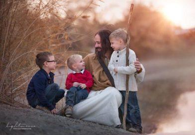 Empresa de foto se especializa em ensaios com Jesus