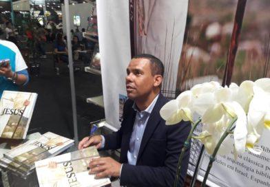 Rodrigo Silva lança dois novos livros